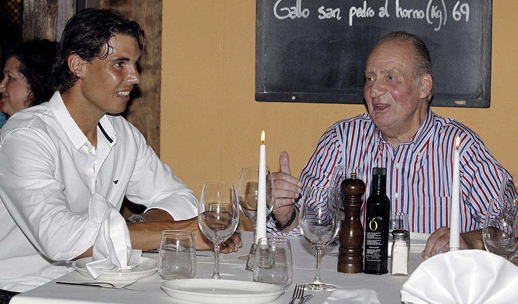 El monarca almuerza con el tenista Rafa Nadal. Foto: GTres