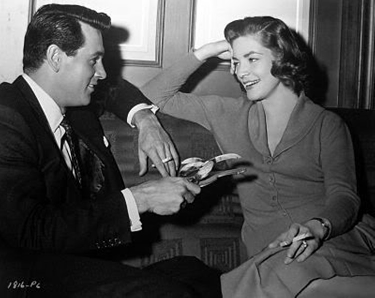 rock-hudson-lauren-bacall-between-scenes-of-written-in-the-wind_opt