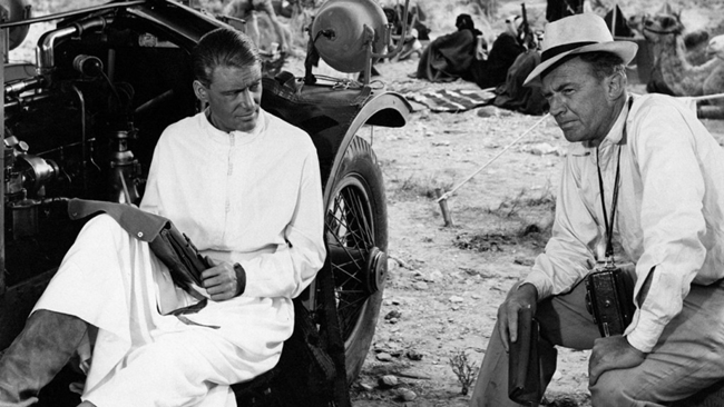 LAWRENCE-DE-ARABIA-Peter-OToole-David-Lean-en-un-descanso-del-lrodaje-de-Lawrence-de-Arabia-1024x576